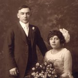 Walter & Hannah Poch wedding picture in 1921